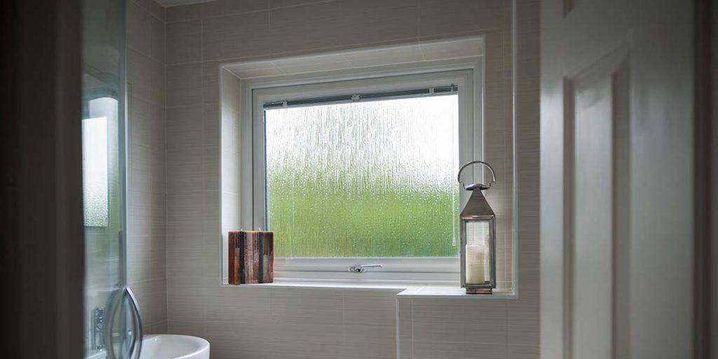 پنجره سرویسی , پنجره بالکنی , پنجره بالکنی و سرویسی